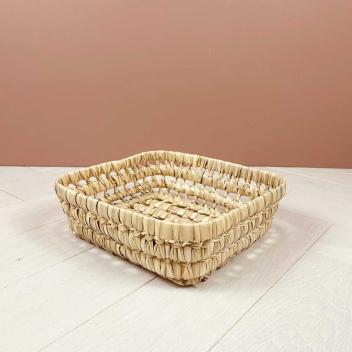 Petit panier ou corbeille en fibres de palmier