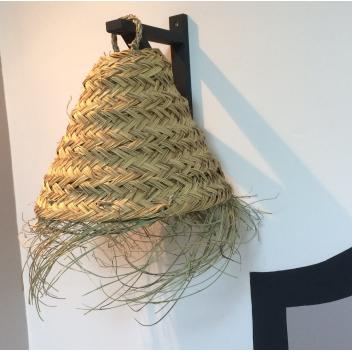 Petite suspension tressée en feuilles de palmier