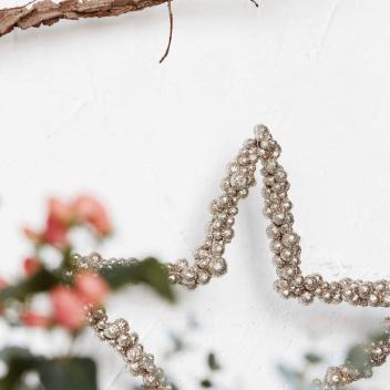 Etoile en perles de métal