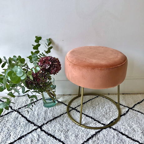 Tabouret en velours rose blush