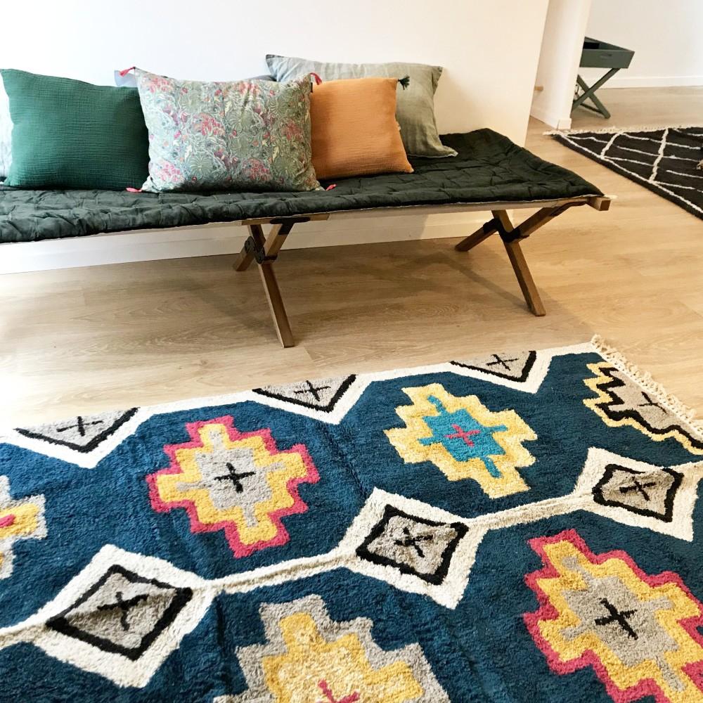 tapis style berb re marocain color et doux en coton bleu nuit. Black Bedroom Furniture Sets. Home Design Ideas