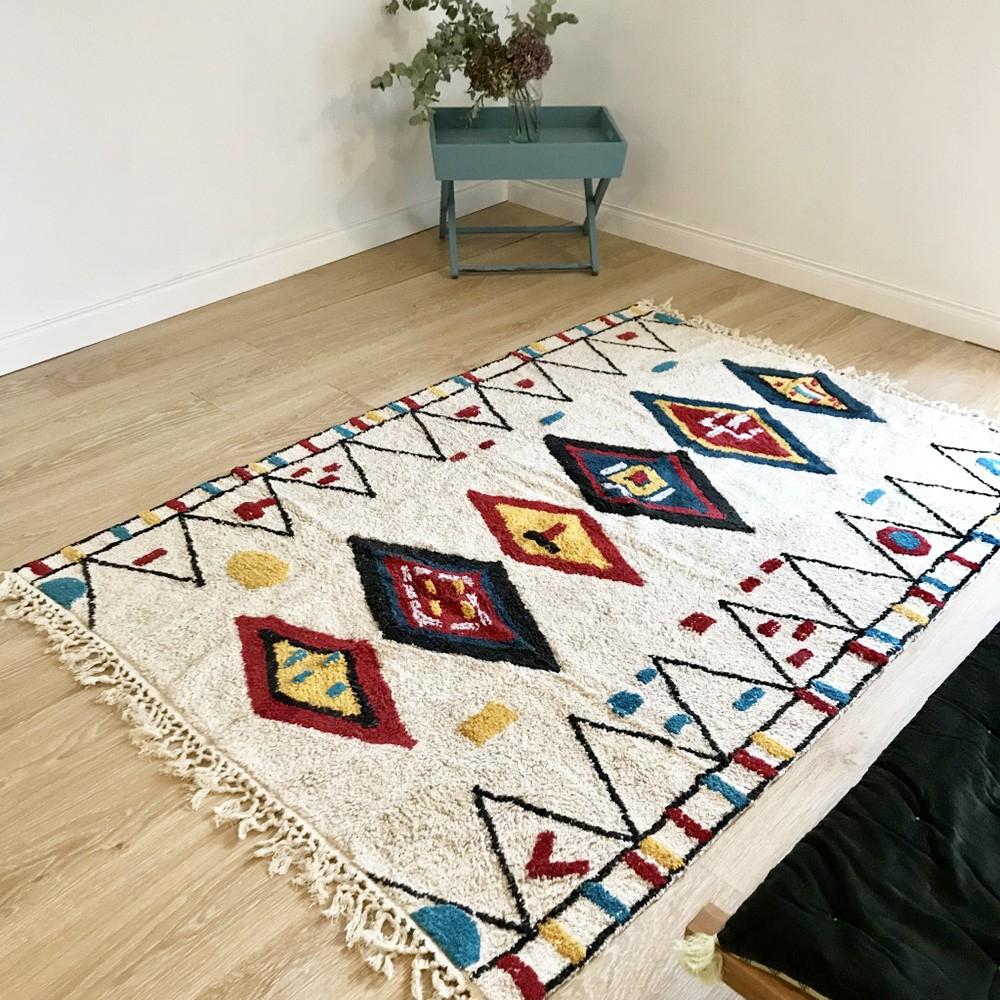 tapis avec motifs berb re marocain en coton sur fond cru. Black Bedroom Furniture Sets. Home Design Ideas