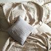 Couverture en tissu motif carreaux écru