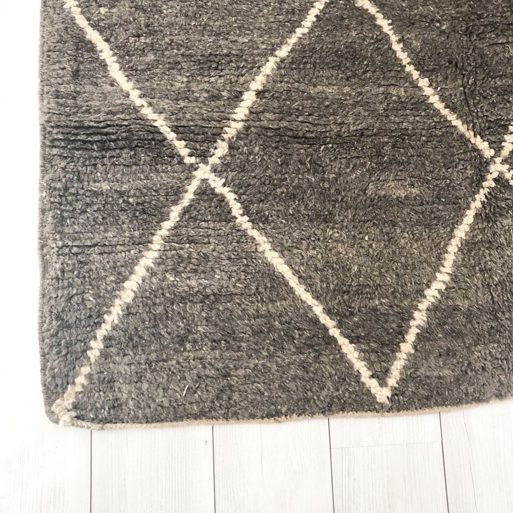 tapis marocain b ni ouarain 100 laine gris motif losanges. Black Bedroom Furniture Sets. Home Design Ideas