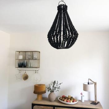 Suspension ou lustre M de Bali en perles de bois coloris Noir