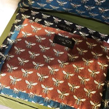 Pochette Abeille en tissu Made in France avec fermeture - Coloris Rouge brique