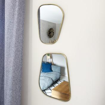 Miroir Artisanal bords fins forme trapèze arrondi en Métal doré fait à la main