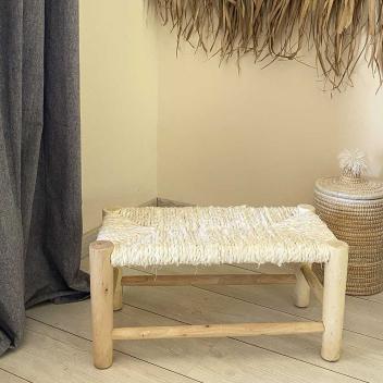 Banc artisanal Boucherouite Maroc en bois recouvert tissu écru