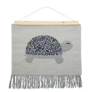 "Tenture murale Tortue ""Marry"" en coton avec support bois - Bloomingville"