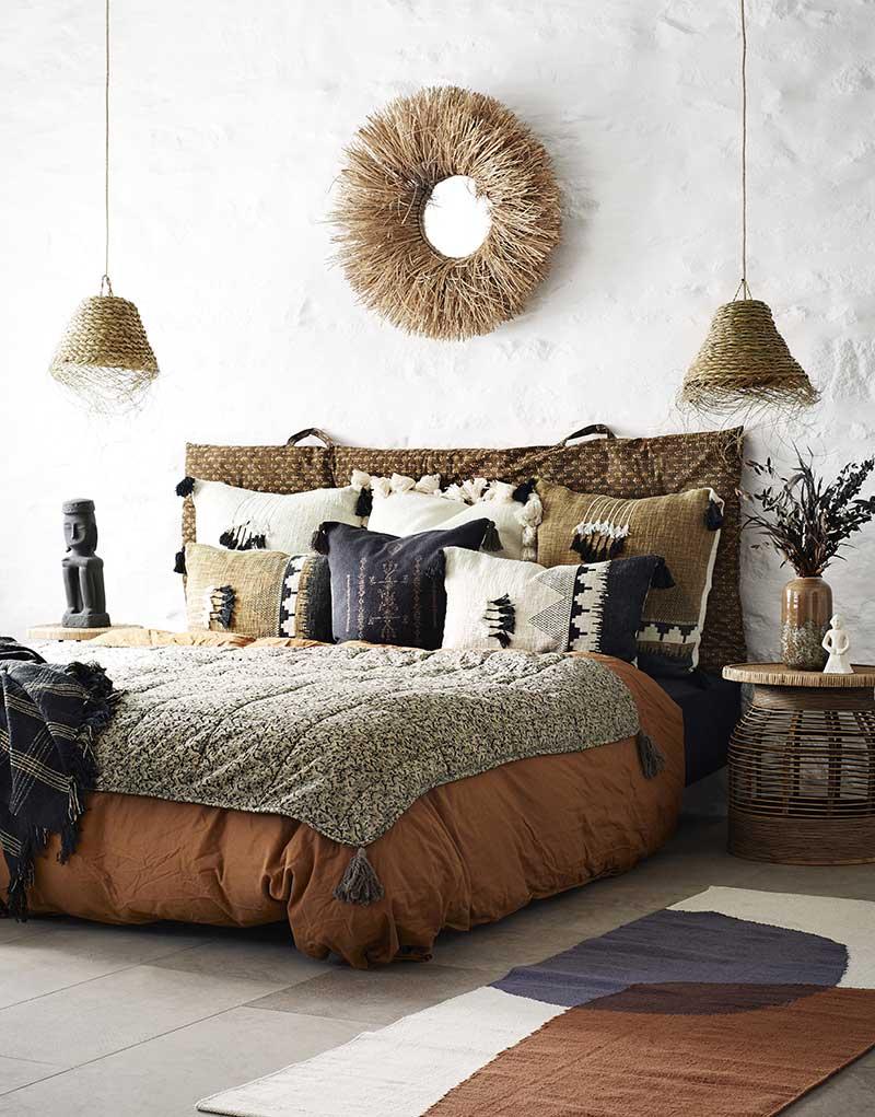 ambiance chambre avec tapis et lampes